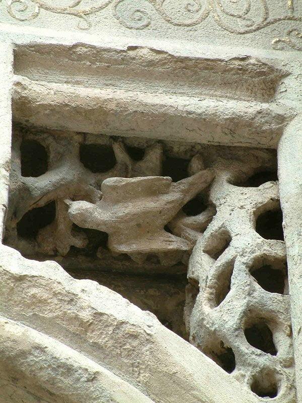 Detail van het hoofdportaal van de Jacobskerk in Winterswijk