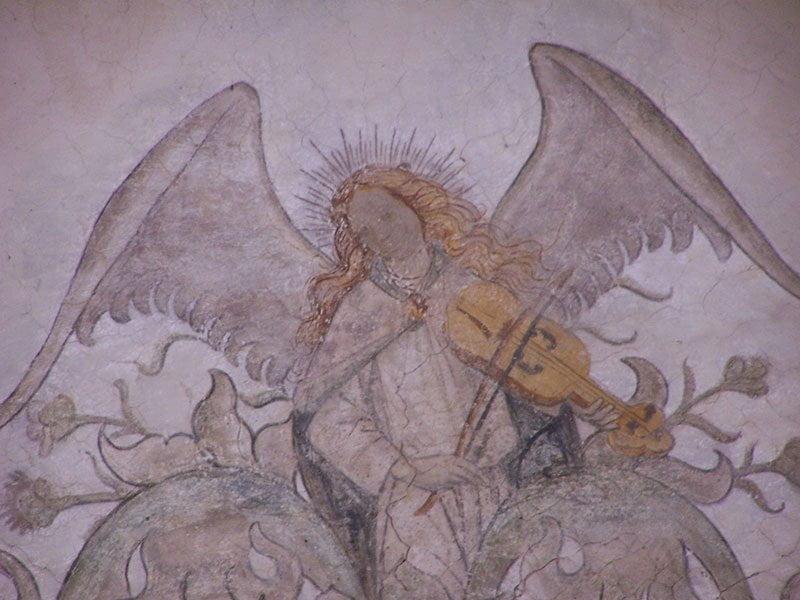Jacobskerk Winterswijk muurschildering van een engel met een vedel (soort viool)